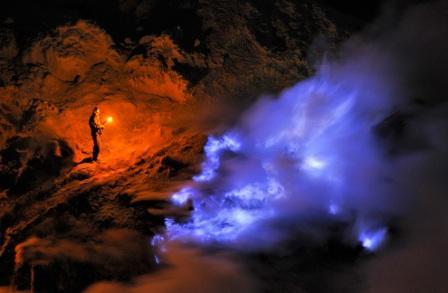 api biru kawah ijen, ijen blue fire tour, kawah ijen banyuwangi