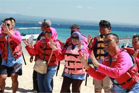 paket wisata banyuwangi 2h1m, agen travel wisata banyuwangi, Tabuhan island