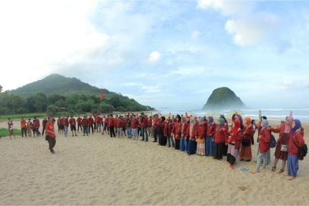 paket wisata ke banyuwangi dari surabaya, trip ke banyuwangi, pulau merah banyuwangi