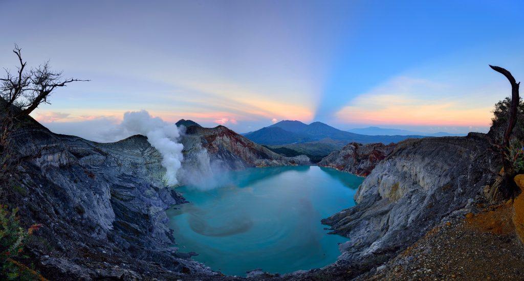 kawah ijen tour, ijen crater blue flame tour, ijen trekking tour