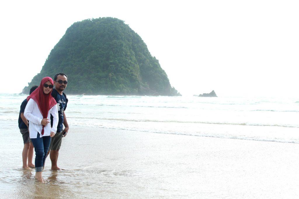 paket wisata pulau merah banyuwangi, wisata banyuwangi pulau merah, pulau merah banyuwangi