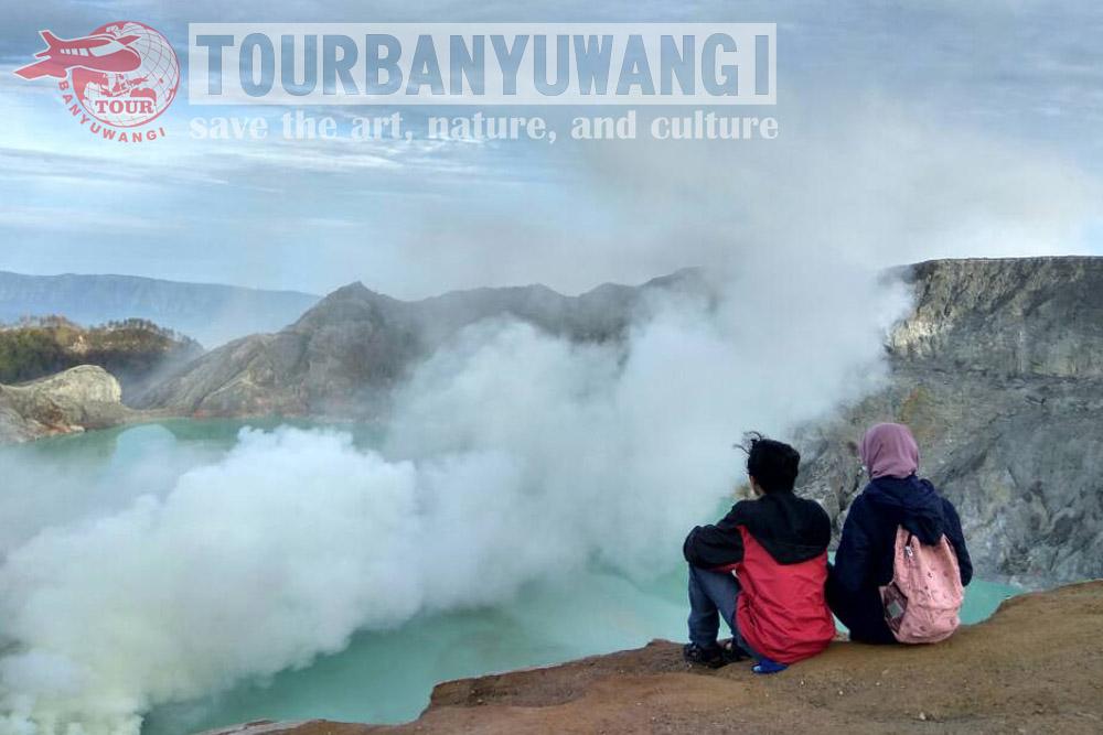 paket wisata banyuwangi 2h1m, wisata kawah ijen banyuwangi, blue fire kawah ijen