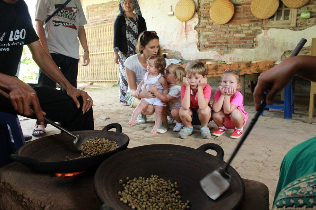 paket wisata kampoeng kopi banyuwangi, perkebunan kopi banyuwangi, wisata perkebunan di banyuwangi