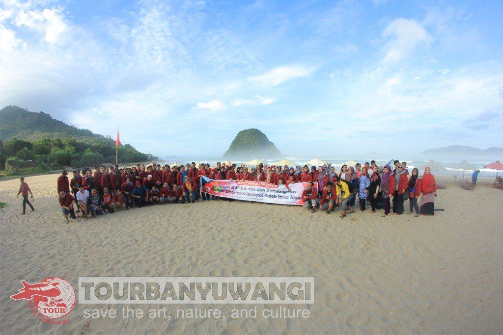 Paket Gathering Kantor, Destinasi wisata Banyuwangi, Wisata Pantai Pulau Merah