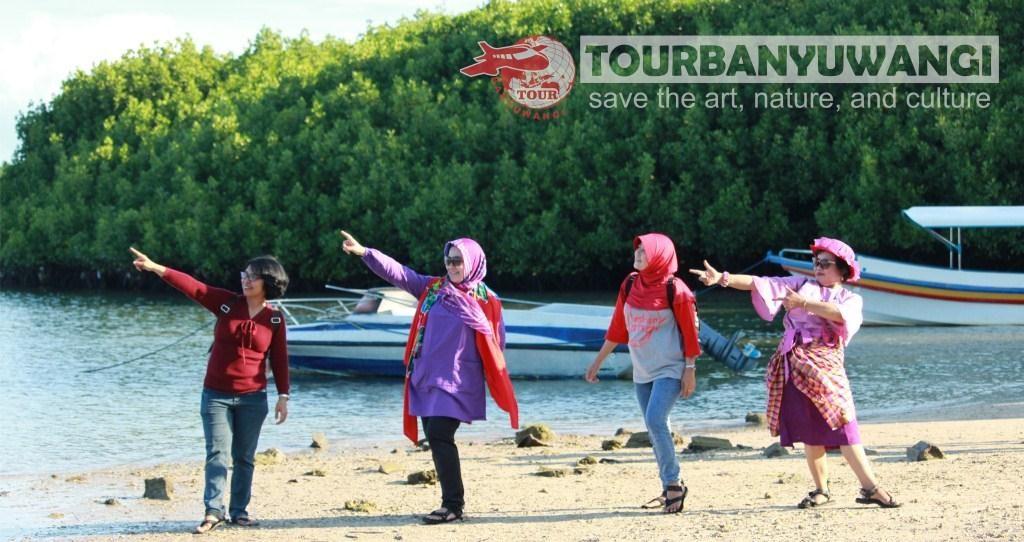 Paket Wisata Banyuwangi 2 hari 1 malam, destinasi wisata Banyuwangi, Pantai Bama Baluran