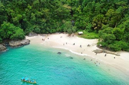 wisata teluk ijo di banyuwangi, paket wisata teluk hijau banyuwangi, green bay beach banyuwangi