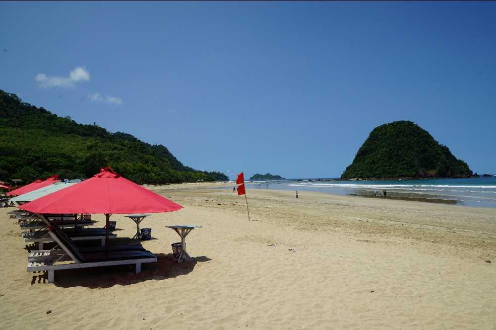 pulau merah banyuwangi jawa timur, paket wisata pulau merah banyuwangi, tempat wisata pulau merah