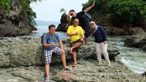 paket wisata teluk hijau banyuwangi , teluk hijau green bay banyuwangi , pantai green bay banyuwangi