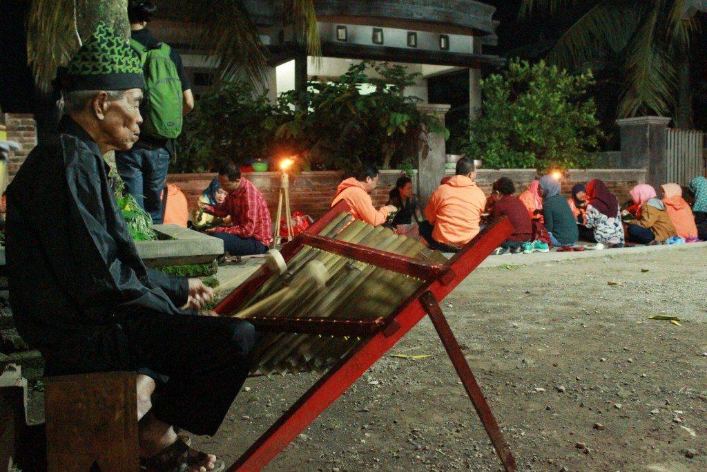 paket wisata banyuwangi 2h1m, desa adat kemiren, kampung osing banyuwangi