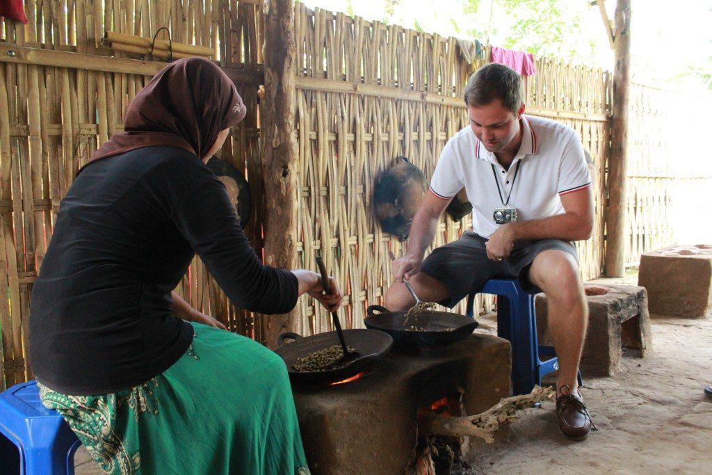 proses sangrai kopi, kopi banyuwangi, wisata kampoeng kopi banyuwangi