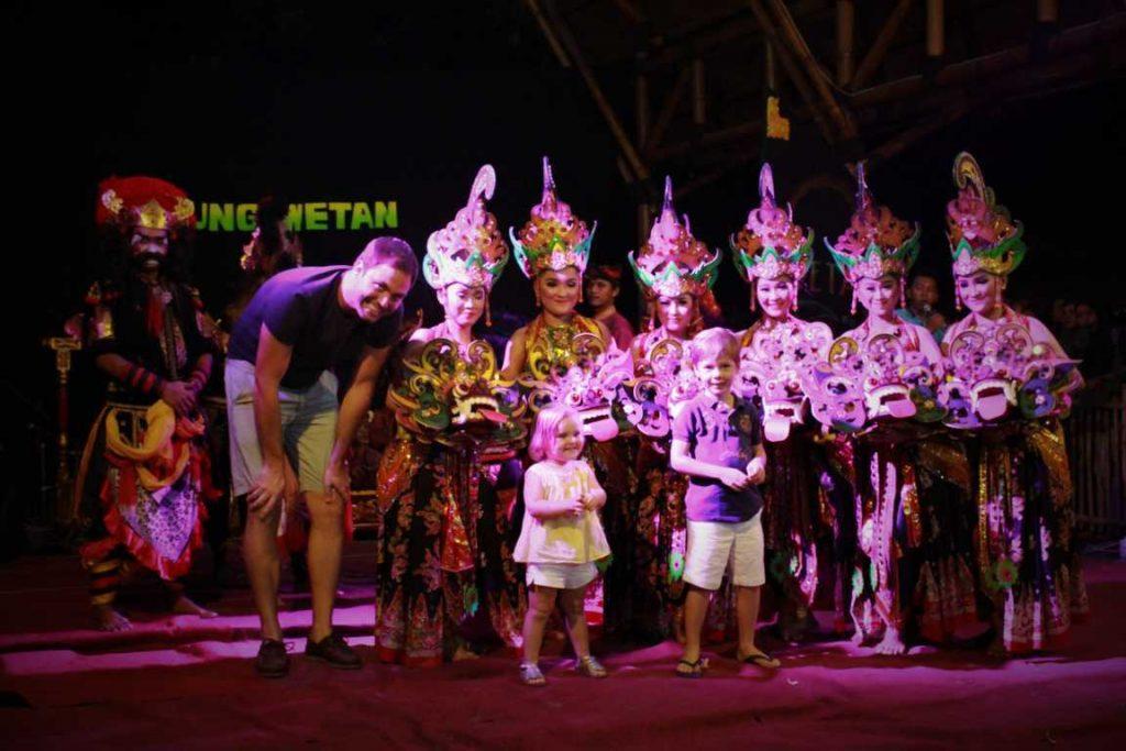 paket wisata banyuwangi 2 hari 1 malam, wisata budaya banyuwangi, kampong seni kuwung wetan