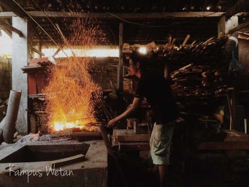 Pembuatan gamelan di banyuwangi, kampung seni kuwung wetan, desa pengrajin di banyuwangi