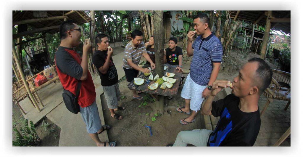 Desa balak, kampong durian