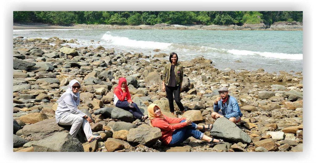 Pantai batu banyuwangi, pantai batu teluk ijo
