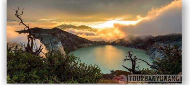 Who was the first to introduce Kawah Ijen Banyuwangi to the world?